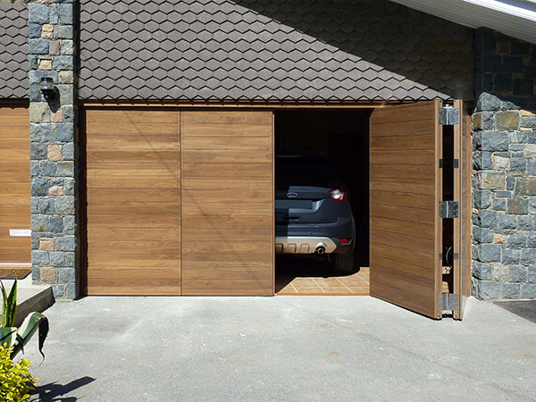 Tips to consider when choosing the Right Garage Door for your Home